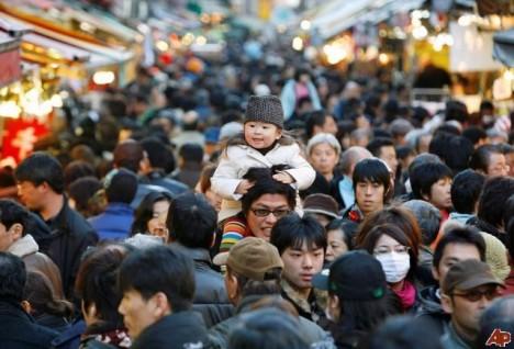crowded-street1