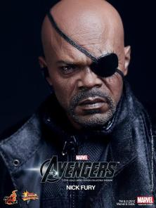hot-toys-avengers-nick-fury-closeup
