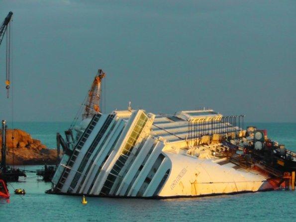 italy-ship-aground-2-630x472
